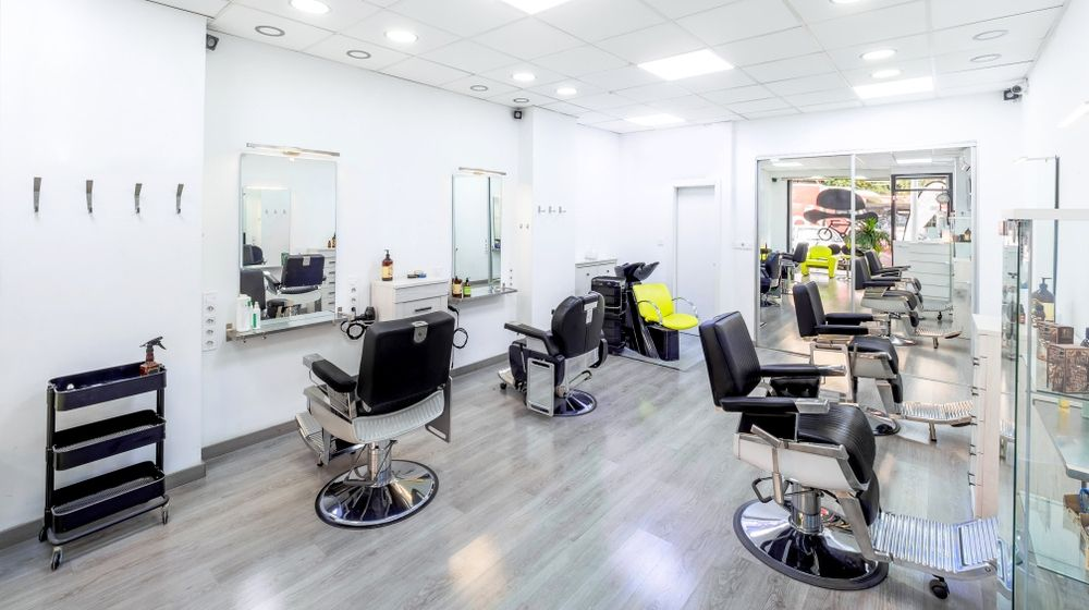 Texas Salon Owner Refuses to Apologize for Defying Coronavirus Restrictions; Gets 7 Days in Jail   Barber Salon with Black and White Luxury Decor   Featured