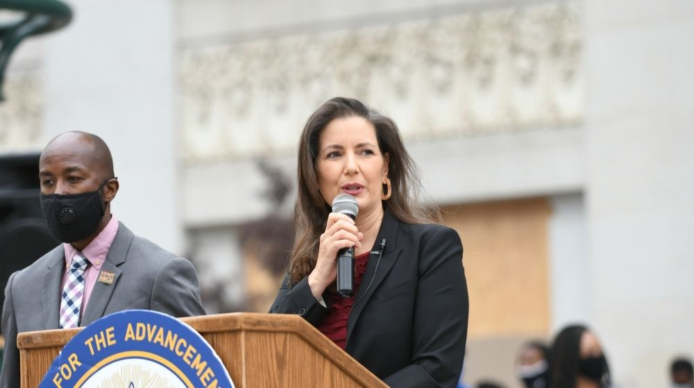 Oakland Mayor Libby Schaaf-Illegal Aliens Qualify For Oakland Payout Program While Whites Are Excluded-ss-Featured