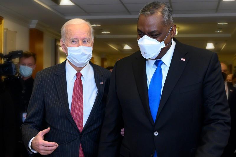 President Joe Biden talks with Secretary of Defense Lloyd J. Austin III during a visit to the Pentagon-Pentagon Leader